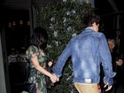 Após jantar, Katy Perry e John Mayer saem de mãos dadas e evitam flashes