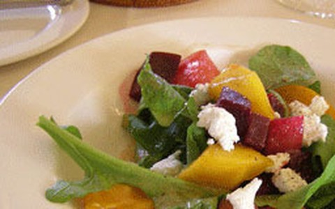 Salada de rúcula com manga