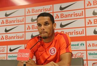Neris zagueiro Inter (Foto: Tomás Hammes / GloboEsporte.com)