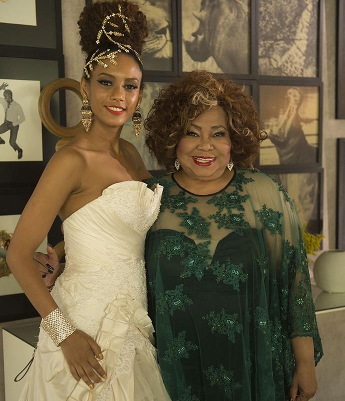 Alcione interpreta Tia Marizilda no seriado (Foto: Renato Rocha Miranda/ TV Globo)