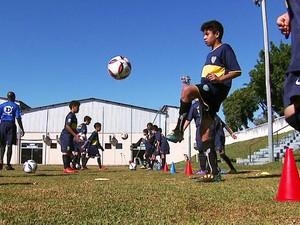 Escolinha de futebol do Boca Juniors, em São Carlos (Foto: Reprodução / EPTV)