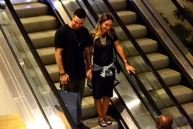 Felipe Tito e a mulher (Foto: Webert Belício/ Brazil News)