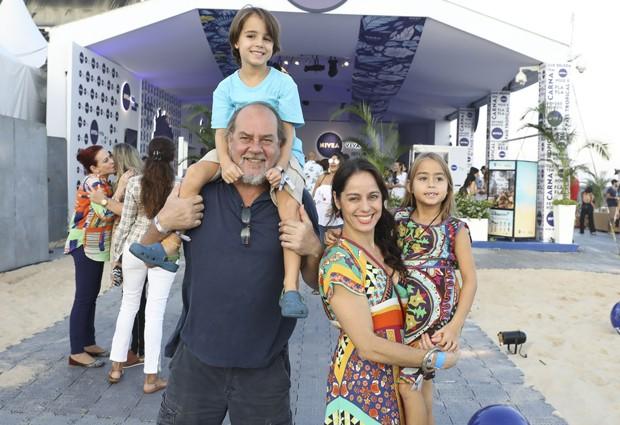 Paulo César Grande e Cláudia Mauro com os filhos, Carolina e Pedro (Foto: Felipe Panfilli/AgNews)