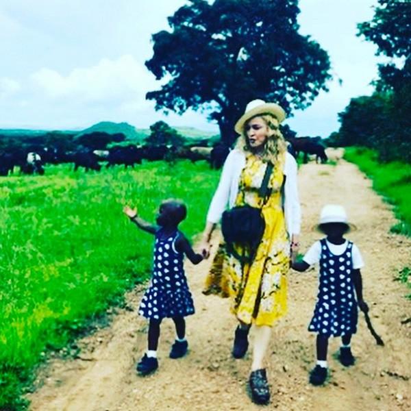 Madonna e as filhas adotivas (Foto: Reprodução/Instagram)