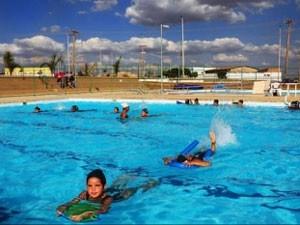 Crianças fazem aula de natação no DF (Foto: Geroge Gianni/Agência Brasília)