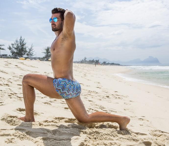 Borat treina o bumbum na praia (Foto: Felipe Monteiro/Gshow)