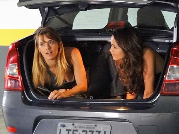 Dieckmann e Nanda gravam cena dentro de porta-malas (Foto: Salve Jorge/TV Globo)