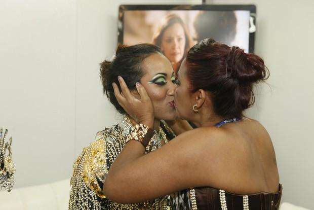 Laynara com a mãe (Foto: Marcos Serra Lima / EGO)
