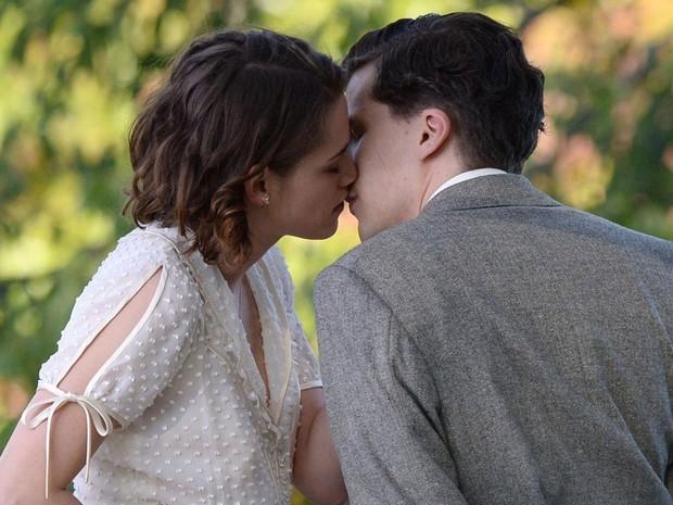 Kristen Stewart e Jesse Eisenberg em cena de 'Café Society', filme de Woody Allen escolhido para abrir o 69º Festival de Cannes (Foto: Divulgação)