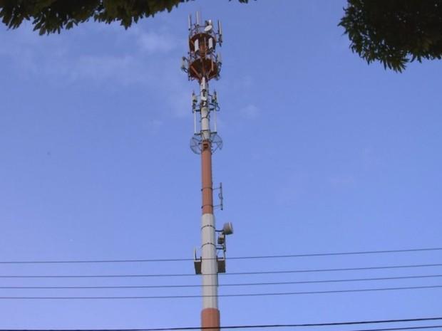 Homem trabalhava em uma torre de telefonia em Bauru  (Foto: Reprodução / TV TEM)