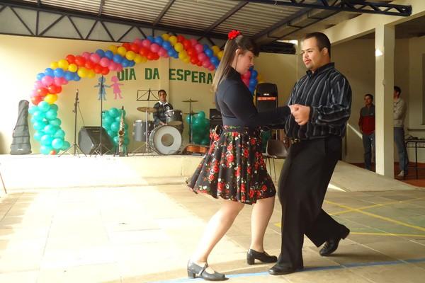Alunos realizaram apresentações de dança no Dia da Esperança em São Borja (Foto: Josiane Pimentel, RBS TV)