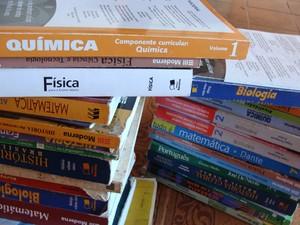 Jovem teve doação de livros didáticos negada em biblioteca pública de São Carlos (SP).  (Foto: Fernanda Vilela/G1)