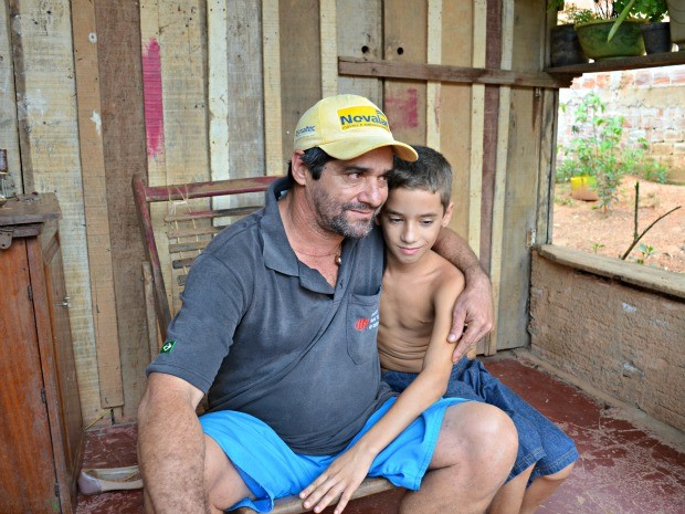 Carlos Cesar Garcia não tinha R$ 5 para comprar remédio para o filho e achou R$ 20 mil (Foto: Eliete Marques/G1)