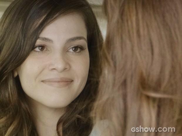 Marina abre o coração para Clara (Foto: Em Família/TV Globo)