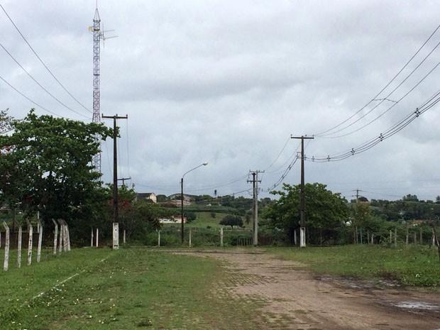 Corpo foi Encontrado em hum terreno de Uma fábrica abandonada (Foto: Matheus Magalhães / Inter TV Cabugi)
