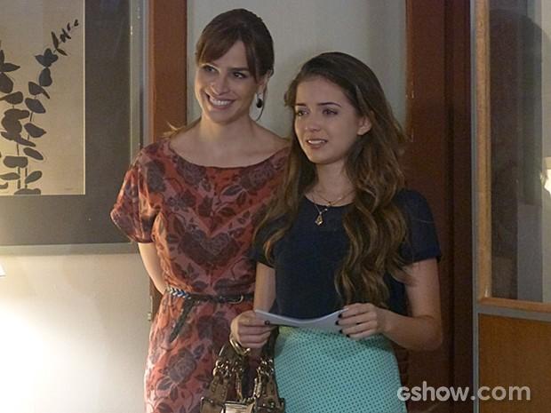 Flaviana se emociona com o ato de generosidade dos amigos (Foto: Malhação / TV Globo)