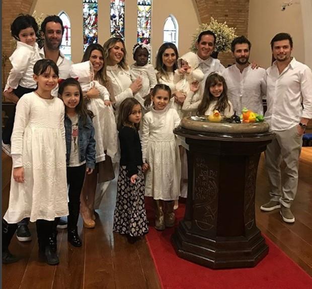 Titi é batizada com primos (Foto: Instagram/Reprodução)