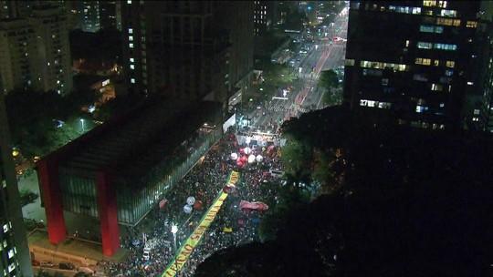 Manifestantes protestam contra Temer e em defesa de Lula em SP