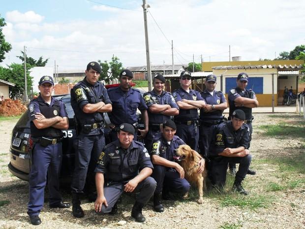 Cão Marley com a equipe da Guarda Civil Municipal  (Foto: Arquivo pessoal/Juceil Batista Rodrigues)