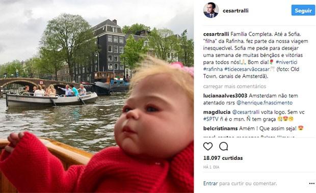 César Tralli posta foto de boneca de Rafa Justus (Foto: Reprodução)
