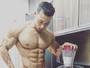 Felipe Franco exibe corpo de puro músculos para desejar bom dia