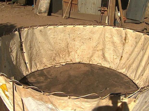 Ringue usado em 'rinha de galo' em Serra Azul, SP (Foto: Reprodução EPTV)