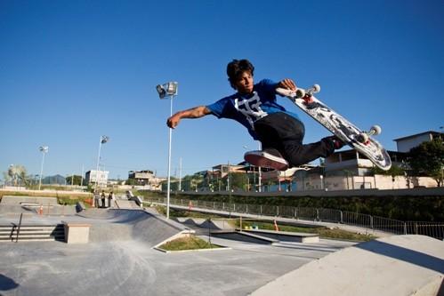 Foto (Foto: Raphael Índio no skate park de Madureira - Foto: Guito Moreto)
