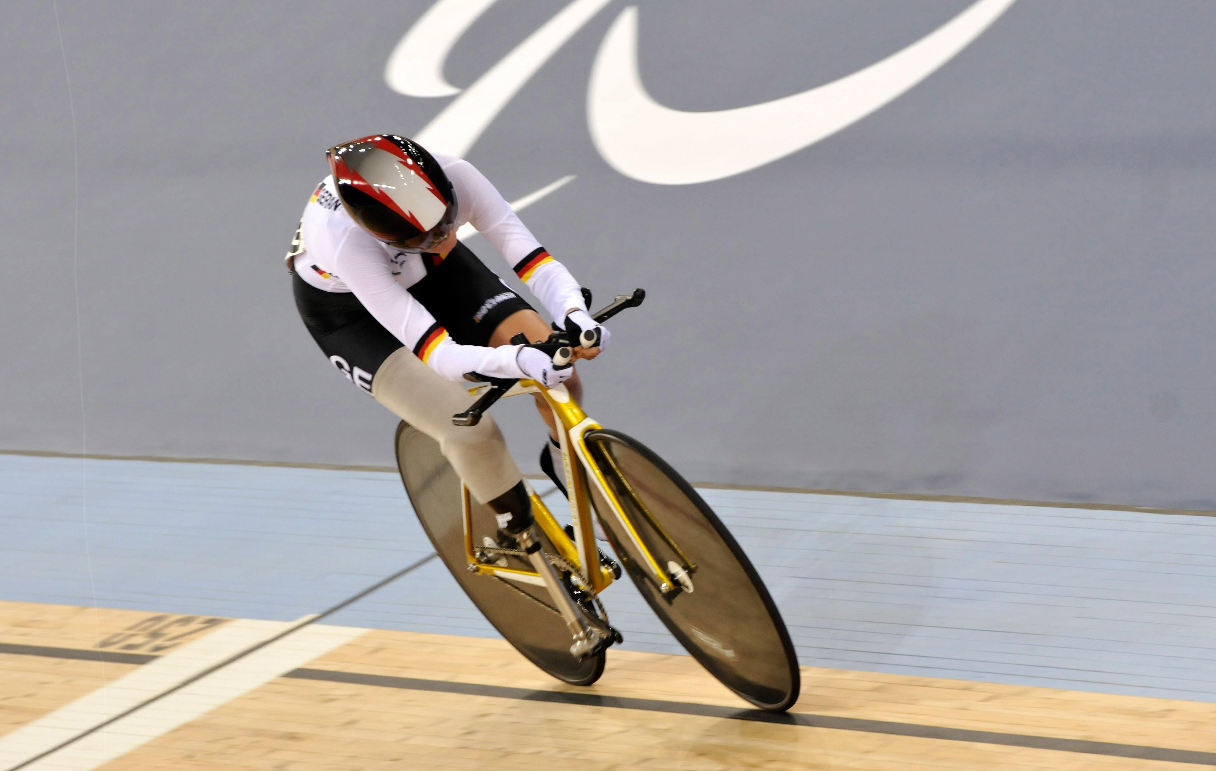 Denise Schindler usará um modelo mais leve para brigar por medalha no Rio  (Foto: Foto LEO MASON / GETTY IMAGES)