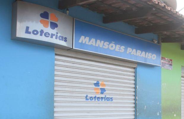 Frente da Casa Lotérica onde ganhador da Mega-Sena da Virada fez aposta (Foto: Cristiano Borges/O Popular)