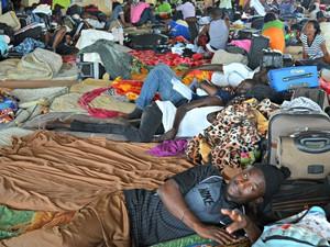 Abrigo em Brasiléia com capacidade para abrigar cerca de 400 pessoas, atualmente atende 1200 imigrantes  (Foto: Veriana Ribeiro/G1)