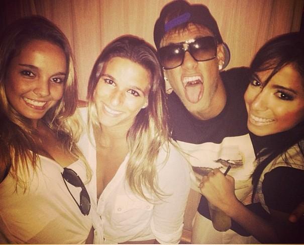 Neymar confere show de MC Anitta em Florianópolis (Foto: Divulgação)