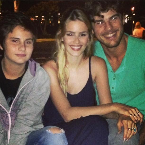 Yasmin Brunet com o irmão, Antônio, e o marido Evandro Soldati (Foto: Instagram/ Reprodução)