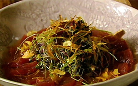 Ceviche de atum com molho de frutas cítricas