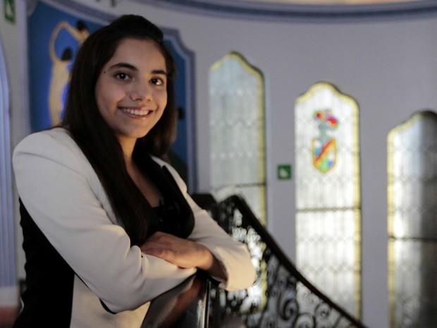 Agora, Dafne Almazán Anaya vai fazer mestrado em Educação. Ela gosta de cozinhar, de além da música clássica e também do grupo Maroon 5. (Foto: Arquivo/Javier lira/GRC/HUM)