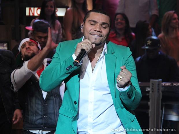 Naldo Benny canta música especialmente para Mulher Moranguinho (Foto: TV Globo/Altas Horas)