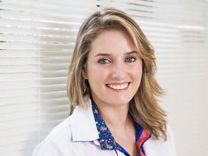 A dermatologista Daiane Saldanha alerta para os cuidados necessários no verão (Foto: Divulgação/Assessoria)