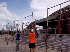 Espetáculo está sendo montado na praça dos Girassóis (Foto: Divulgação/Cia Art'Sacra)