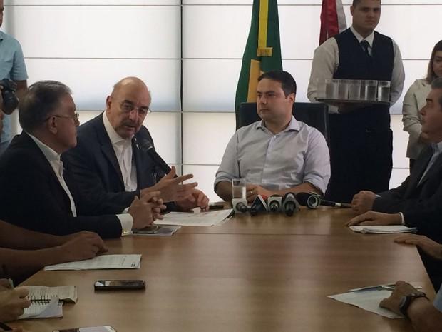 Reunião entre governador e ministro aconteceu no Palácio  (Foto: Carolina Sanches/G1)