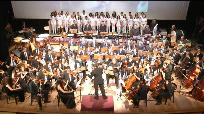 Regente Tim Rescala, Orquestra Sinfônica da Fames e Coro Curumins (Foto: Divulgação / TV Gazeta ES)