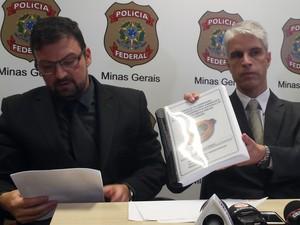 Os delegados Roger Lima de Moura e Alexandre Leão falaram sobre as conclusões do inquérito de Mariana (Foto: Raquel Freitas/G1)