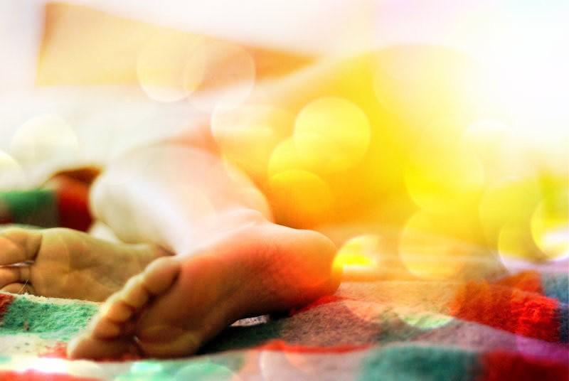 5 motivos (científicos) para você dormir sem roupa
