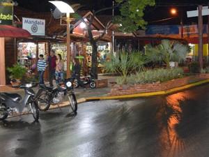 À noite turista pode passear pelo centro de Bonito e conhecer a gastronomia local (Foto: Anderson Viegas/G1 MS)