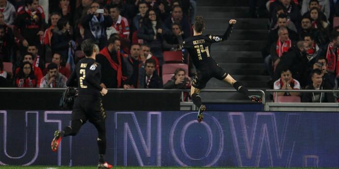 Mertens gol Benfica x Napoli (Foto: Rafael Marchante/Reuters)