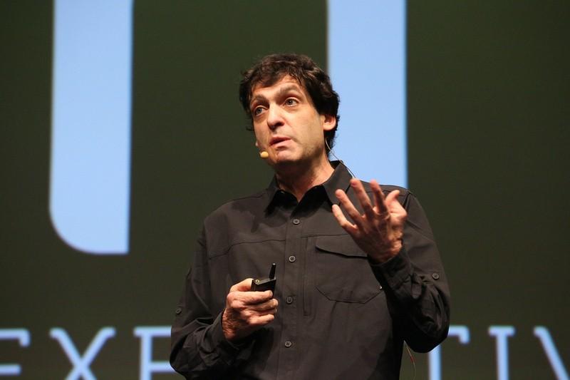 O economista Dan Ariely em palestra nesta quarta-feira (11/11) em São Paulo (Foto: @_openspace_)