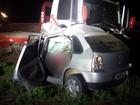 Carro é esmagado em acidente com caminhão e 4 pessoas morrem em MT