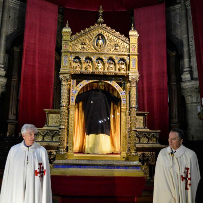 Para a Igreja Católica, Santa Túnica foi usada por Jesus a caminho da Cruz; alguns contestam (Foto: Basílica de Saint Denis de Argenteuil)