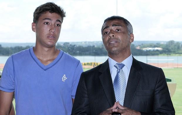 Romário e Romarinho no Brasiliense (Foto: Cláudio Bispo / Brasiliense FC)