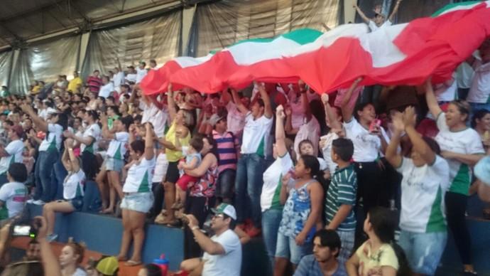 Torcida do Nioaque comemora gol da virada (Foto: Roberto Oshiro/TV Morena)