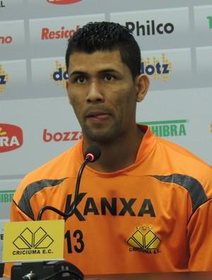 Marlon lateral-esquerdo lateral Criciúma (Foto: João Lucas Cardoso)