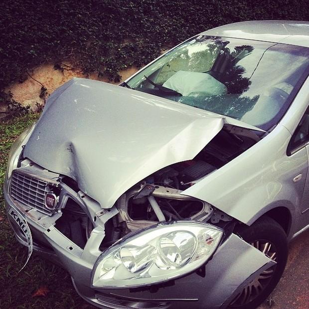 Carro de Alexandre Pessoal em acidente sofrido há três meses (Foto: Reprodução/Instagram)